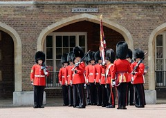 Img279476nx2__conv (veryamateurish) Tags: london army military british guards grenadierguards stjamesspalace footguards householddivision changingtheguard