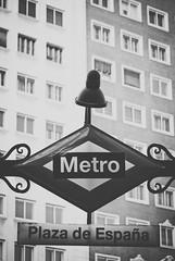 Plaza de Espaa (Hansis y Greta) Tags: sony dsc madrid spain espaa europe europa blancoynegro blackandwhite metro street calle granvia
