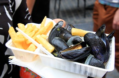 Hapje Tapje 2016 - Leuven (Kristel Van Loock) Tags: hapjetapje httpswwwhetgrootverlofbehapjetapjeprogrammaculinairemarktgastronomischparcours hapjetapje2016 hapjetapjeleuven leuven louvain lovanio lovaina drieduizend visitleuven seemyleuven atleuven cityofleuven leuvencity leveninleuven 7augustus2016 07082016 visitflanders visitbelgium culinairfestival culinaryevent culinairemarkt eventoculinario gastronomy gastronomischparcours culinaireproevertjes fooddrinks vlaamsbrabant vlaanderen flanders fiandre flandre flemishbrabant belgium belgique belgio belgien belgi belgica stadleuven leuvenseculinairehoogdag mosselen friet moules frites