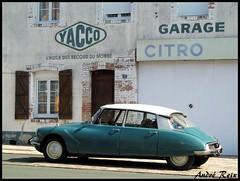 GARAGE CITROEN (andre2cv87) Tags: citroen id ds 19 p vert epicea 1964 ancien vieux garage yacco l huile des records du monde publicite peinte enseigne bouloire sarthe 72 facade