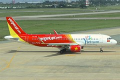 VietJet | Airbus A320-200 | VN-A694 (*Charlie Alfa*) Tags: sgn aviation airplane maybay 飞机 비행기 літак avión flugzeug avião 飛行機 เครื่องบิน самолет letoun विमान ਜਹਾਜ਼ ហឹ 飛機 aereo eruplano avion מטוס lentokone αεροπλάνο vliegtuig samolot zrakoplov letalo repülőgép flygplan fly uçak aircraft airliner