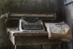 L'Epilogo (Opiesse) Tags: urbex decay typewriter abandoned epilogo