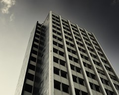 Westring 100 (liebeslakritze) Tags: kiel hochhaus beton berufsschule concrete towerbuilding