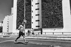 Runner (Guilherme Nicholas) Tags: street streetphotography blackandwhite bw monochrome moviment run runner nikon