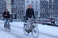 Magere Brug - Amsterdam (Netherlands) (Meteorry) Tags: street winter snow holland boys netherlands amsterdam bike bicycle fun europe lads candid hiver sneeuw january nederland teenagers teens streetscene magerebrug neige rue bicyclette paysbas sms vélo hommes amstel fiets noordholland texting stadsarchief skinnybridge mecs gamins meteorry 2013