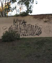 Beef... (236ism) Tags: graffiti los angeles 45 otr mta colt lod