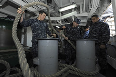 Sailors handle mooring lines aboard USS Bonhomme Richard. (Official U.S. Navy Imagery) Tags: heritage japan america liberty freedom commerce unitedstates military navy sailors fast worldwide tradition usnavy sasebo protect deployed flexible onwatch beready defendfreedom warfighters nmcs chinfo sealanes warfighting preservepeace deteraggression operateforward warfightingfirst navymediacontentservice