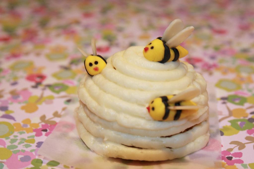 Honey Bee Cake Size Cupcake