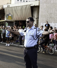 street (Zinografie) Tags: street sun digital canon israel day chaos view shot military jerusalem police daily direction talking betlehem solution palstina searching chaotic