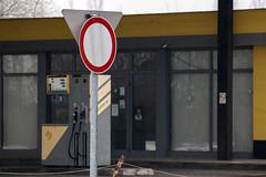 dgltt l (hatja) Tags: street city urban abandoned d50 nikon hungary d budapest nikond50 utca nikkor pest 80200mm magyarorszg avanti f4556 benzinkt elhagyott nikkor80200mmf4556d