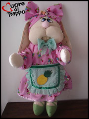 Coelhinha Rosinha (cuoreditrappo) Tags: pscoa coelha coelhinha tecido boneca