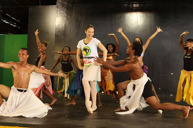 Roberta Marquez of The Royal Ballet at an Afroreggae workshop in Rio, Brazil © Luiz Guilherme Guerreiro, 2013
