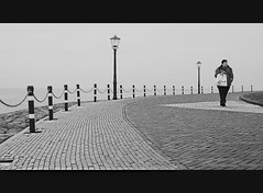 On The Curve... (Vicktor Abrahams) Tags: street people holland art pen iso200 flickr candid sigma olympus streetphoto urk ijselmeer 13200 19mm 28 blackwhitephotos epm1