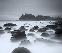 LOFOTEN I (tpealver - www.tomaspenalver.es) Tags: blue sea sky seascape water 7d noruega lofoten moskenes utakleiv hoyand400 tokina1116 hitechnd09