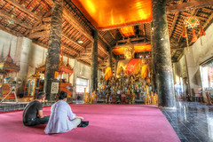 Wat Xiang Thong, Luang Phrabang, Laos (violinconcertono3) Tags: people art temple golden religion praying royal buddhism ornate laos davidhenderson luangphrabang kingsetthathirath londonphotographer 19sixty3