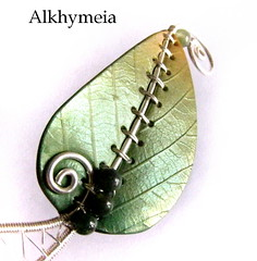 Chlorophyll, the pendant 2 (Alkhymeia) Tags: original verde green art nature leaves metal stone foglie work wrapping liberty gold necklace beads leaf wire artistic handmade spirals unique ooak inspired deep jewelry bijoux pasta jewellery polymerclay fimo fairy creation fantasy clay wicked bead wired sculpey handcrafted foglia unusual delicate blatt pendant enchanted whimsical jewel spirale artesania wiccan cernit elvish polymer colgante wirework anello neckpiece pendente premo collana bijouterie wirewrapped artigianato silverplated ciondolo halskette artigianale gioiello spirali bizuteria sintetica polimerica bigiotteria alkhymeia alkhy