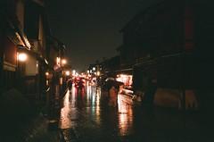 讓我為你道一句寂寞的晚安 (我的小風景) Tags: leica japan kyoto 京都 祇園 fujifilm m3 xtra400 雨夜