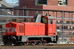 Linz Hauptbahnhof (austrianpsycho) Tags: train linz diesel engine eisenbahn railway zug bahnhof hauptbahnhof locomotive bahn hbf öbb 1012 lokomotive lok diesellok oebb diesellocomotive 2067 linzhbf linzhauptbahnhof verschublok verschublokomotive 20671012
