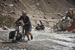 human will (sami kuosmanen) Tags: woman india mountain man mountains water bike bicycle river bicycling high couple hard biking himalaya pyrily pyr vuoristo intia