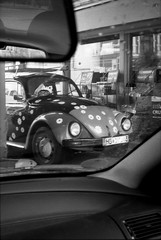 Bug Refuellin' (Alexander  Bulmahn) Tags: volkswagen beetle bug kfer gas station tankstelle xelriade