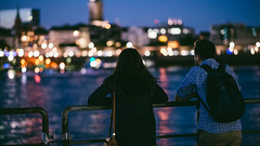 20160816-_SNE3283 (Sascha Neuroth) Tags: saschaneuroth nikond610 elbe hamburg nikonafsnikkor85mm118g blauestunde prchen bokeh paar romantik licherstimmung skyline cityscape city