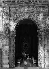entrada iglesia (guilletho) Tags: blackandwhite monochrome mexico blancoynegro bw noiretblanc monocromatico canon church fachada arquitectura facade