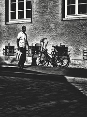 stryped goods (berberbeard) Tags: hannover fotografie photography urban berberbeard berberbeardwordpresscom germany ilce7m2 itsnotatrick street manuallens minoltamd zoom deutschland 2435mm monochrome schwarzweiss blackandwhite