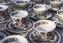 Un samedi au march Finnegan (monilague) Tags: march market finnegan fleur flowers verre glasses pot bijoux jewells ail vaisselle tasse cups fentre windows