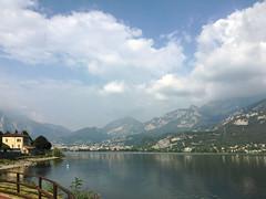 (Paolo Cozzarizza) Tags: italia lombardia lecco garlate acqua lago lungolago panorama cielo staccionata riflesso sentiero