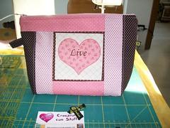 Necessairie Coraçao/Cuore (Nena Matos) Tags: rosa patchwork cuore tecidos stoffa bolsinha coraçao borsetta aplicaçao necessairie