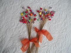 Tulipinhas multicoloridas (Gato & Sapato) Tags: lembrancinha flordetecido arranjoflorestecido tulipinhadetecido