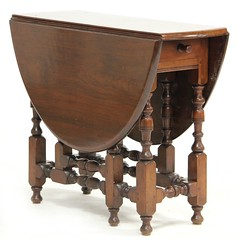 49. Gateleg Drop Leaf Table