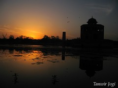Sunset at Hiran Minar, Sheikhpura (Tanwir Jogi ( www.thetrekkerz.org )) Tags: travel pakistan sunset plants sun lake building nature water beautiful set architecture trekking trek reflections boats gold golden herbs adventure cannon traveling tours lahore minar treks hern naturelover mughal jogi hiran g9 sheikhupura meenar beautifulpakistan trekkinginpakistan cannong9 tanwir travelinginpakistan thetrekkerz tourisminpakistan tanwirjogi
