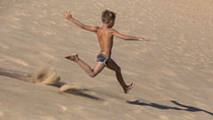 Why focus is IMPORTANT (The eclectic Oneironaut) Tags: 2016 6d canon eos familia portugal summer out focus shame run dune sand arena duna correr fail