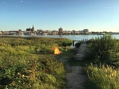 Sommertag am Warnowufer (dirklie65) Tags: zelt tent rostock hansestadt mvp mecklenburgvorpommern stadt city warnow flus steg sky himmel green gras relax