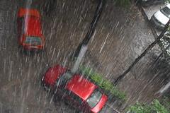 Schraffur (mi ne volimo alu) Tags: beograd rain shower weather outdoors car red orange mud urban drop waterdrop water lines storm perspective view bookeh