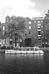 000010430017b (sadjeans) Tags: pentaxuc1 ilforddelta400 richardphotolab 35mm film blackwhite amsterdam holland thenetherlands jordaan canal