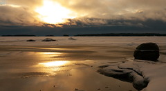 Frozen sea (Hansenit) Tags: winter light sea wallpaper sun snow seascape cold espoo suomi finland lumix free panasonic cc cover creativecommons g3