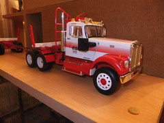 WHITE ROAD BOSS AMT 1/25 (hayes69) Tags: white truck construction collection lorry camion kit maquette amt lkw loggingtruck forestier amtertl grumier fardier roadboss