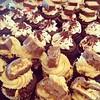 Sábado de Cupcakes!!! Ven por tu merengada y cupcakes favoritos para que tengas un fin de semana súper dulce  Yummy !!! Solo en #sweetcakesstore #lecheria #bakery #cupcakery #originalstore #tutiendadecupcakes #pinkstore #cupcakes #shakes #cakes #originalc (Sweet Cakes Store) Tags: cakes valencia square de cupcakes yummy samba y chocolate venezuela tienda cupcake snickers squareformat torta tortas lecheria sweetcakes ponques iphoneography instagramapp uploaded:by=instagram sweetcakesstore sweetcakesve