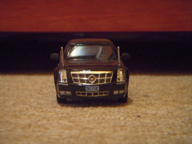 chevrolet scale car toy model presidential cadillac dts 2009 obama limousine 143 diecast barack