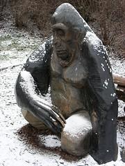 Prague 002: Gorilla Statue (W i l l a r d) Tags: zoo prague gorilla prag praha gorila gorille