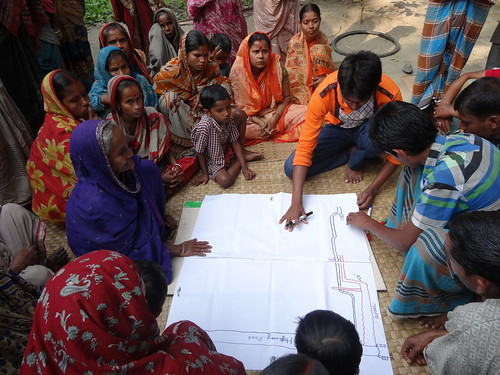 Mapping exercise in Jhalokhati, Bangladesh. Photo by Mélody Braun, 2013.
