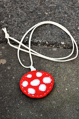 Felt pendant necklace 'mushroom' (HGK handmade) Tags: red white mushroom glass woodland necklace beads needlework stitch handmade embroidery felt jewellery bead stitching toadstool shroom embroidered buttonhole handstitched pendant vilt hgk borduren dawanda buttonholestitch hetgroenekamertje hgkhandmade