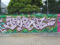 Nantes, Burial (Zerbi Hancok) Tags: nantes nantesgraffiti nantesstreetart quaidelaloire quai graffiti graff streetart walls