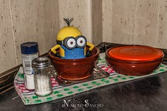 Un minion en mi cocina!!!!! / minion in my kitchen !!!!! (Narciso Sancho Aguilar) Tags: narciso canon sancho spain espaa europa europe eyes colores color minion aguilar amarillo cocina kitchen humor humorous humoristico fantasa fantasy flickr fotografa flickraward fotografica fiestero fantasma risa sonrisa laugh escondido hidden casa home hombre happy hot