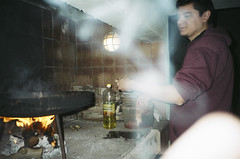 Minolta Freedom Escort (pedrocampana) Tags: compact analog 35mm kodak 200 spontaneous candid minolta espontanea compacta flash panasonic c625af super mini leica ii cooking cocina
