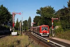 Hamburg-Blankenese (Nils Wieske) Tags: hamburg blankenese sbahn zug zge train expresstrain baureihe 474 formsignale formsignal