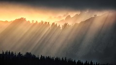 Rays and layers (Joseba Alberdi Lizarazu) Tags: sun rays mountain sol eguzkia izpiak rayos luz monte montaa urkiola
