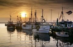 im Hafen... (wolfi-rabe) Tags: ostsee sonnenuntergang hafen fischkutter heikendorf kiel kielerfrde